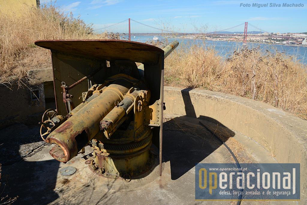 A peça Krupp 10,5cm instalada no lado poente do Forte.