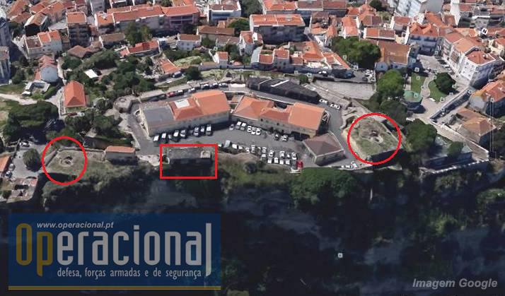 Vista aéreas com as mesmas infra-estruturas assinaladas. Na parte virada á cidade o forte tem fosso e dupla muralha.