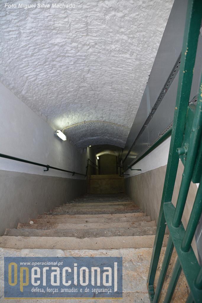 Um dos acessos à parte subterrânea.