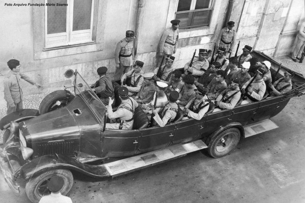 Os marinheiros sobreviventes chegaram a terra como puderam, foram presos e mais tarde, a maioria, condenados. Dos 80 condenados, 34 serão deportados para Cabo Verde (Tarrafal). As penas variaram entre os 3 e os 20 anos de prisão.
