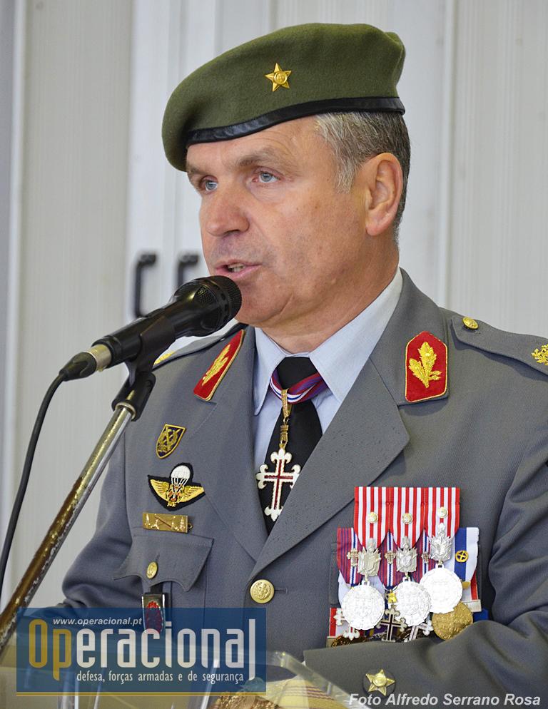 brigadeiro general coelho rebelo comanda a brigada de reaÇÃo rÁpida